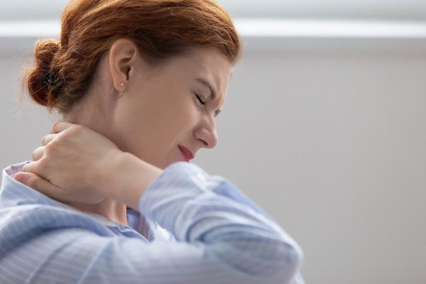 A fibromialgia provoca dores musculares generalizadas.