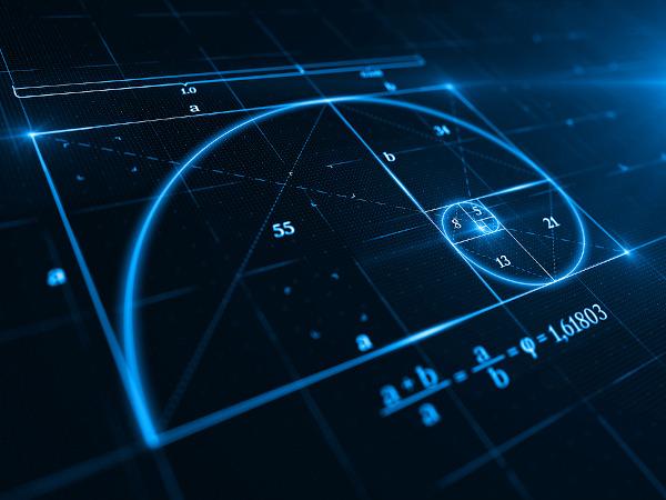 A sequência de Fibonacci é considerada a razão/proporção áurea, pois é encontrada em diversos elementos da natureza, como em conchas de moluscos.