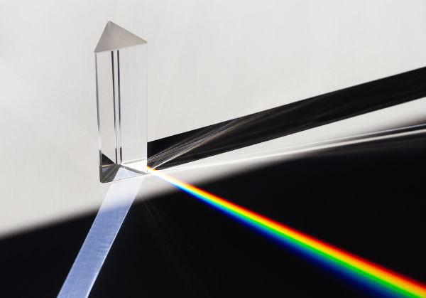 A dispersão da luz é o fenômeno que dá origem ao arco-íris.
