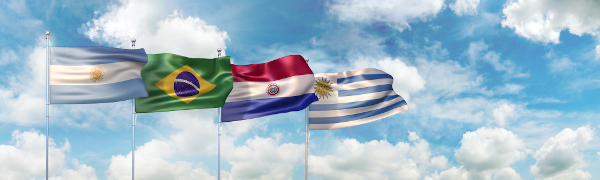 Bandeiras dos quatro países que fundaram o Mercosul.