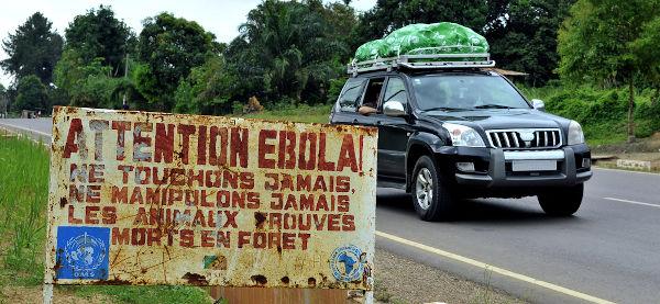 Placa no Congo informando as pessoas de que a região estava contaminada pelo vírus ebola.[1]