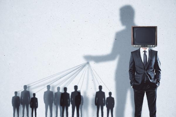 A cultura de massa estabeleceu-se como um artifício de manipulação das massas.