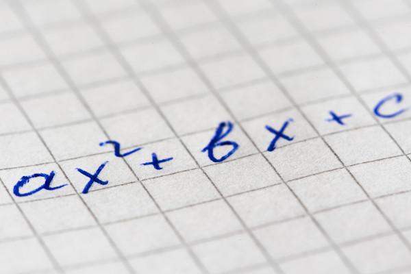A equação do segundo grau é um polinômio de grau 2.