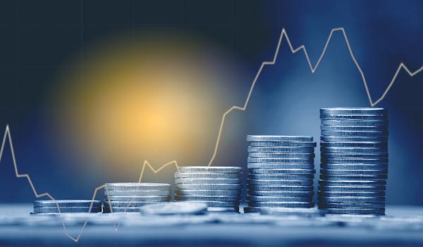 Os juros compostos aumentam mais rapidamente do que os juros simples.