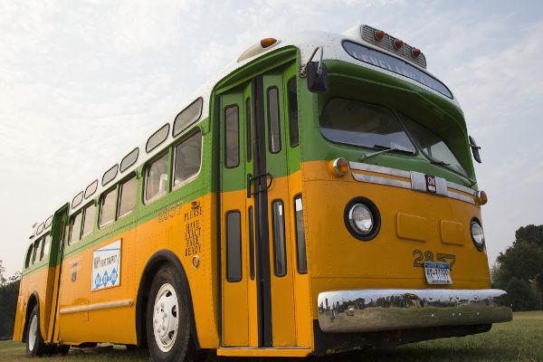 Modelo do ônibus no qual Rosa Parks recusou-se a ceder o seu lugar para um homem branco em 1955.[2]