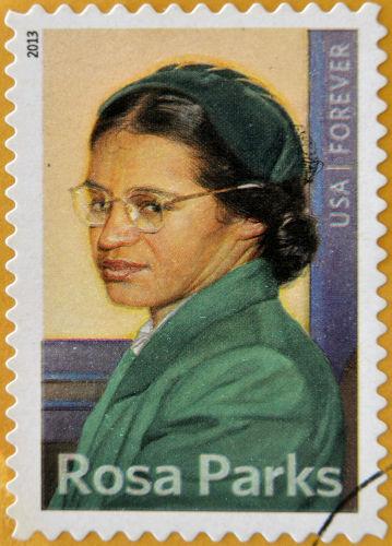 Rosa Parks ficou conhecida por se recusar a obedecer à lei de segregação racial contra negros nos ônibus em Montgomery, nos Estados Unidos.[1]