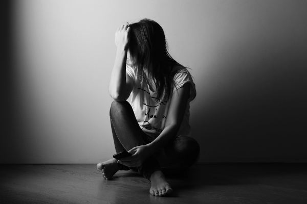 O isolamento social pode desencadear ou agravar doenças psiquiátricas.