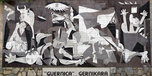 """Pablo Picasso, principal artista do cubismo, é autor de """"Guernica"""", obra que remete à Guerra Civil Espanhola. [1]"""
