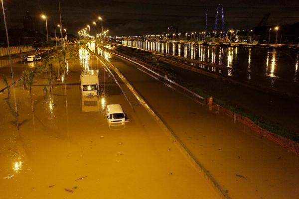 Enchente na Marginal Tietê, na cidade de São Paulo.