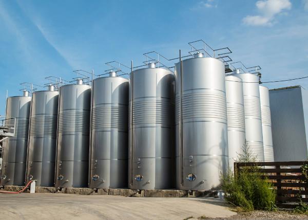 Agroindústrias, grandes propriedades rurais com capacidade de produção em larga escala e industrial.