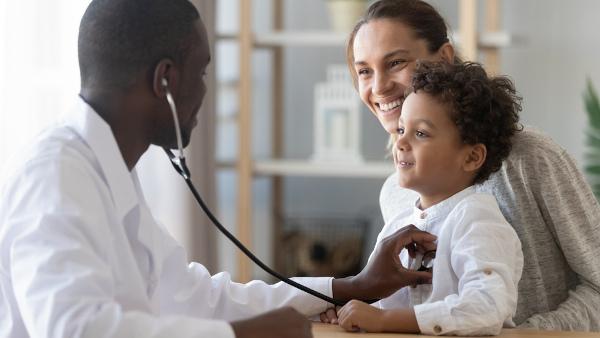 Em caso de surgimentos de sintomas desagradáveis, a criança deve ser levada imediatamente ao médico a fim de realizar-se o diagnóstico precocemente.