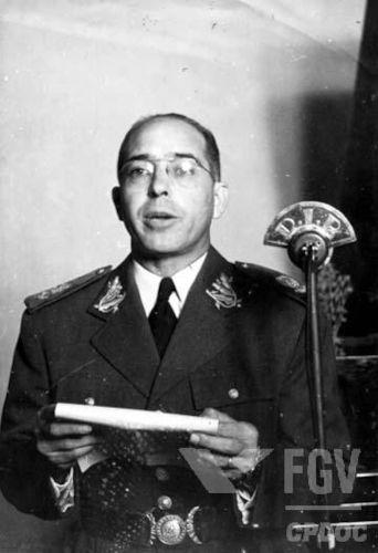 Cordeiro de Farias, militar que já foi governador de Pernambuco, discursando no DIP.[1]