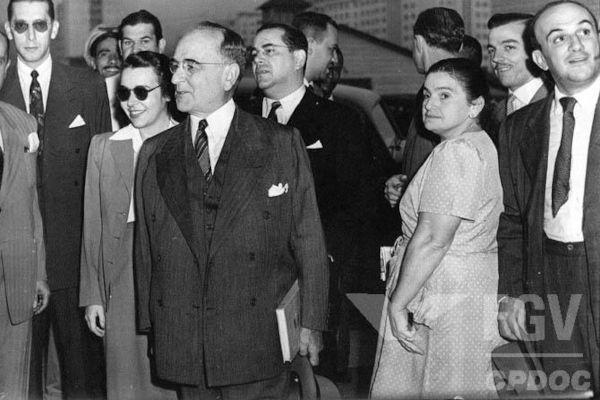 O DIP era responsável pela propaganda e pela censura do Estado Novo, a ditadura de Getúlio Vargas.[1]