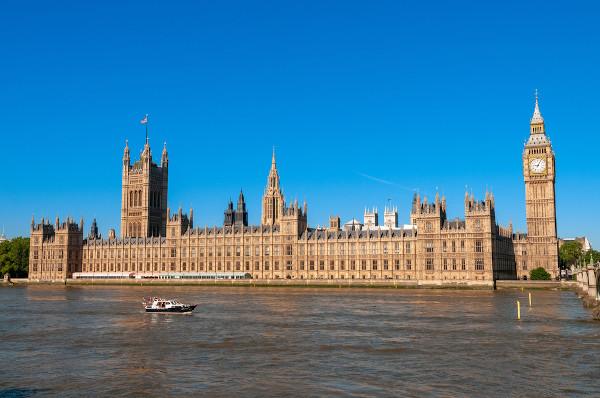 Sede do Parlamento inglês, em Londres, que impôs a monarquia constitucional em 1688.