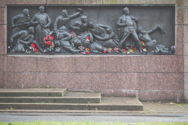 Monumento em homenagem às vítimas do Domingo Sangrento de 1905.[2]