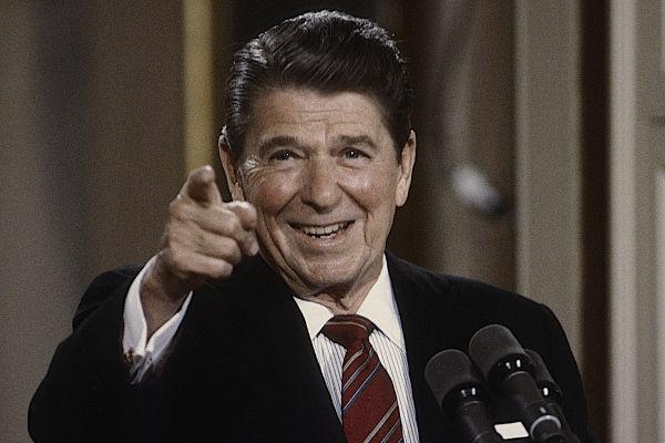 Ronald Reagan foi presidente dos Estados Unidos entre 1981 e 1988, e seu governo introduziu uma série de medidas neoliberais.[1]