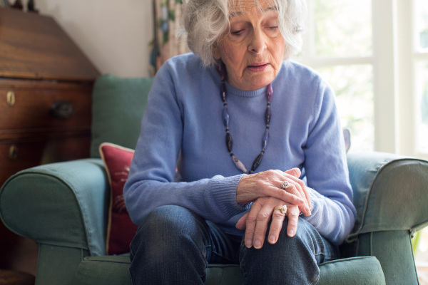 A doença de Parkinson é uma doença progressiva que atinge, geralmente, pessoas acima dos 60 anos.