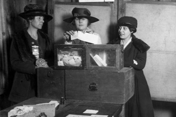 O voto feminino foi uma das principais exigências feitas por movimentos feministas no começo do século XX.