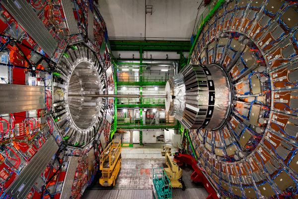 Na imagem, um dos experimentos desenvolvidos no maior acelerador de partículas do mundo, o LHC.