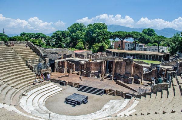 Anfiteatro construído em Pompeia, cidade destruída em 79 d.C.