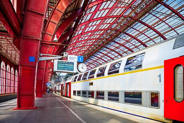 A rede de transportes altamente desenvolvida da Bélgica coloca o país em posição de destaque no setor logístico europeu.