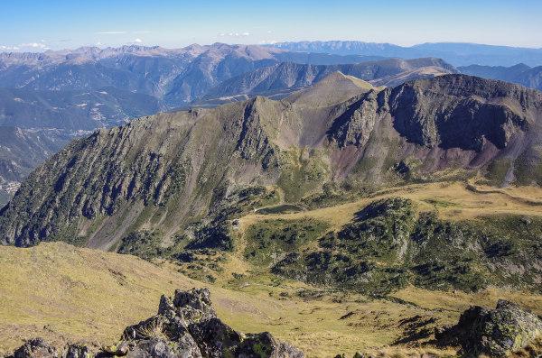 Vista dos Pirineus do topo da montanha Coma Pedrosa, a mais alta de Andorra.