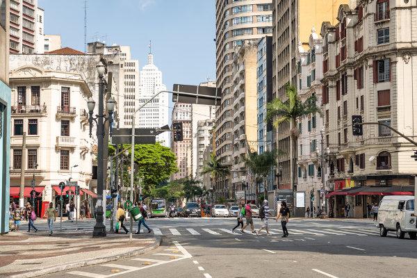 A paisagem representa todos os componentes do espaço que os nossos sentidos conseguem perceber. Na imagem acima, tem-se uma paisagem do centro histórico da cidade de São Paulo.