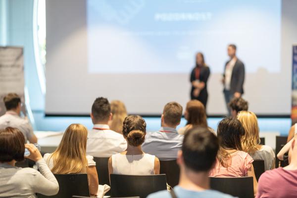 Um bom seminário deve ser compreensível, organizado e instigante ao público.