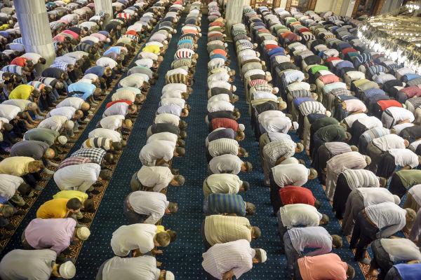 O Ramadã é o nono mês do calendário islâmico e é o mais sagrado deles, sendo marcado por jejuns, orações, recitações do Alcorão e obras de caridade.[1]