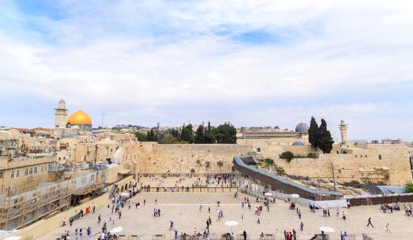 As atividades turísticas ligadas ao turismo religioso são importantes geradoras de divisas para Israel. [1]