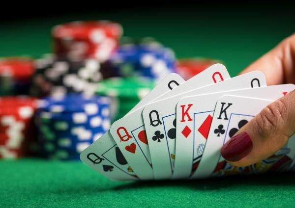 Em jogos de carta, a combinação com repetição é bastante presente.