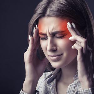 mulher dor de cabeça