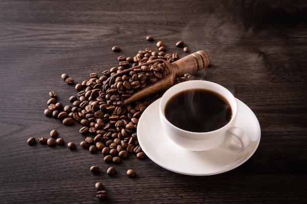 O consumo exagerado de café pode trazer riscos à saúde.