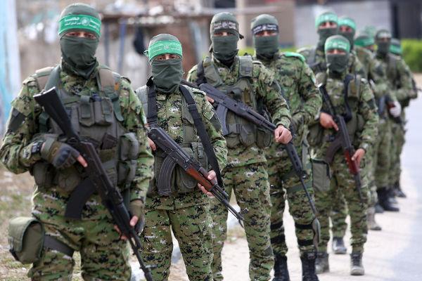 O Hamas é uma organização islamista que luta contra Israel. O braço armada dessa organização é conhecido como Brigadas Izz ad-Din al-Qassam.[1]