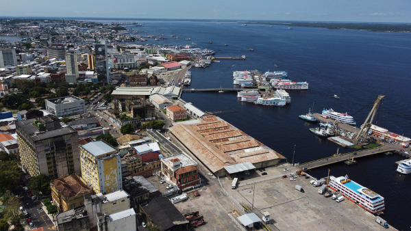 Vista aérea parcial do porto de Manaus.[1]