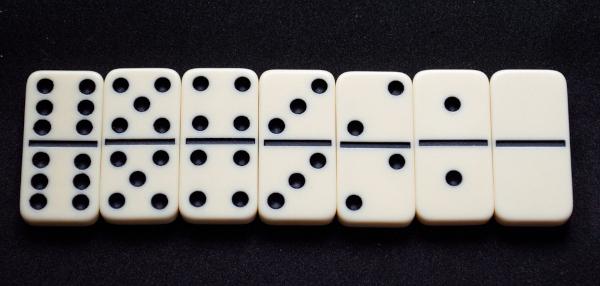 Os dominós formam a sequência 6,5,4,3,2,1,0.
