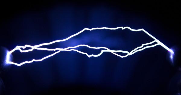 As cargas elétricas em movimento são o objeto de estudo da eletrodinâmica.