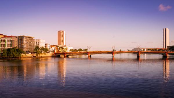 Foto da ponte Maurício de Nassau em Recife, Pernambuco.