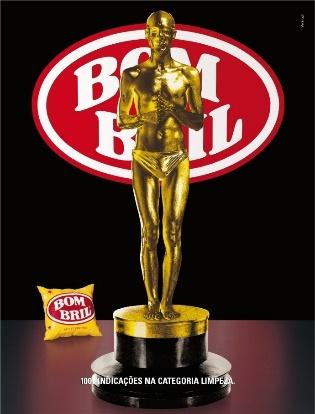 """Anúncio da marca Bombril com uma estatueta do Oscar em primeiro plano e a frase: """"1001 indicações na categoria limpeza""""."""