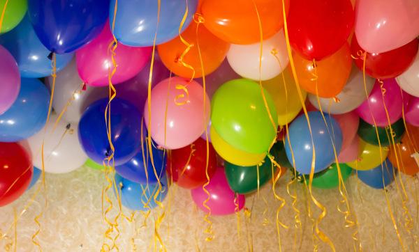 Balões preenchidos com gás hélio.