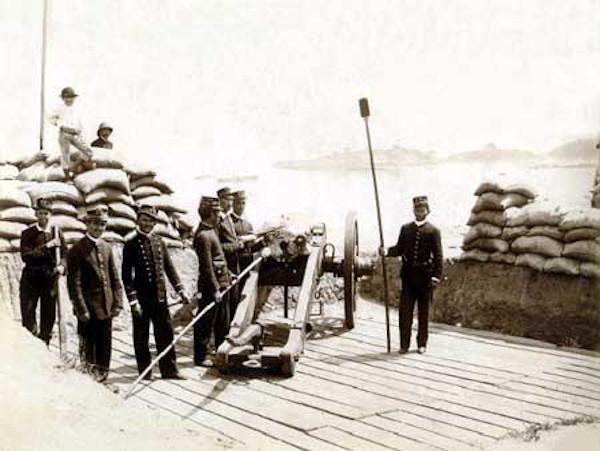 A Revolta da Armada foi a luta dos marinheiros contra as medidas de Deodoro da Fonseca e Floriano Peixoto e por maior participação no governo.