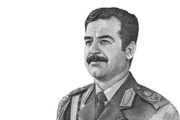 Em setembro de 1980, Saddam Hussein autorizou o ataque ao Irã, dando início à Guerra Irã-Iraque.