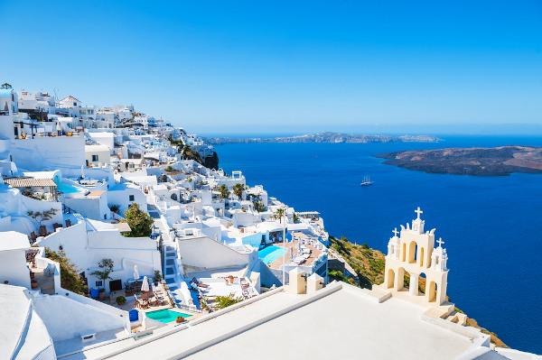 Arquitetura branca na ilha de Santorini, na Grécia.