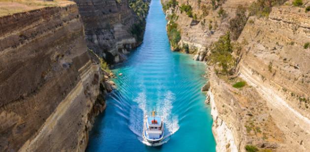 navio em hidrovia