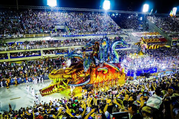 O Carnaval é uma das festas que fazem parte das manifestações da cultura popular brasileira e que integram o nosso folclore.