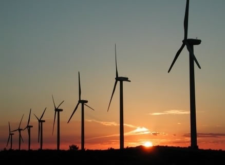 A energia eólica é uma fonte de energia renovável.