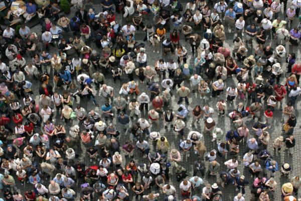 Densidade demográfica refere-se à relação entre o número de habitantes por área. *