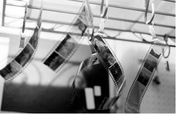 Negativos fotográficos: contraste proporcionado pela redução de íons prata