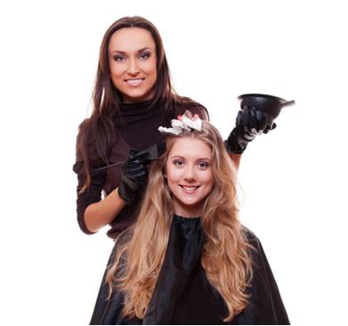 Procure um profissional especializado para tingir os cabelos com segurança