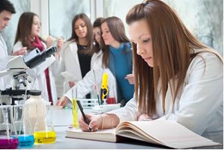 Os alunos devem anotar os resultados da aula experimental